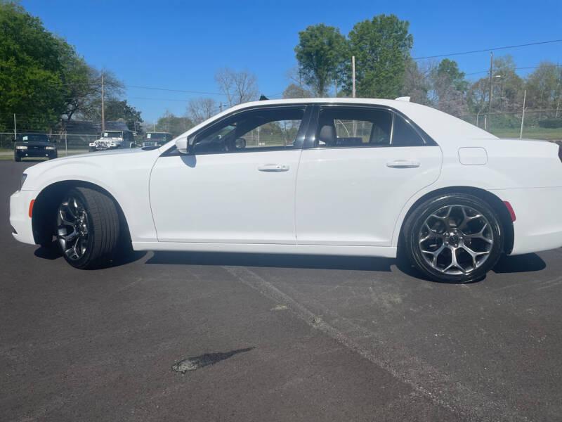 2018 Chrysler 300 for sale at Beckham's Used Cars in Milledgeville GA