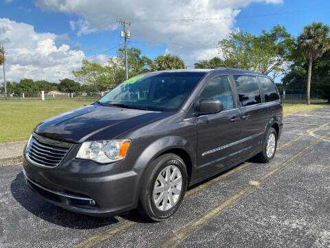 2016 Chrysler Town and Country for sale at Lamberti Auto Collection in Plantation FL