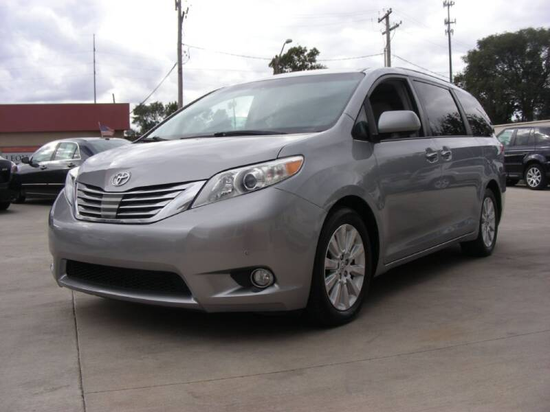 2011 Toyota Sienna for sale at EURO MOTORS AUTO DEALER INC in Champaign IL