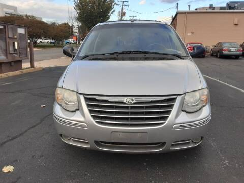 2007 Chrysler Town and Country for sale at Fredericksburg Auto Finance Inc. in Fredericksburg VA