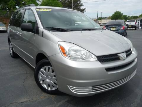 2005 Toyota Sienna for sale at Wade Hampton Auto Mart in Greer SC