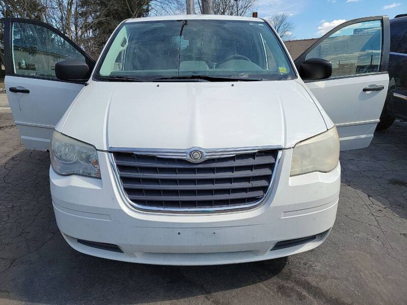 2008 Chrysler Town and Country for sale at JORDAN AUTO SALES in Youngstown OH