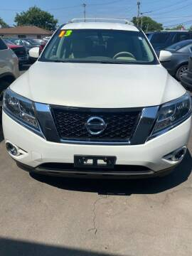 2013 Nissan Pathfinder for sale at Right Choice Automotive in Rochester NY