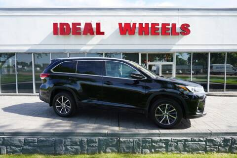 2017 Toyota Highlander for sale at Ideal Wheels in Sioux City IA