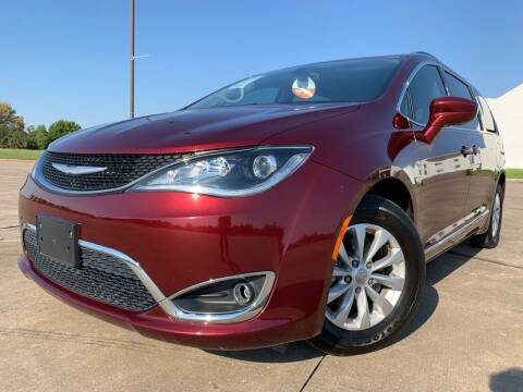 2017 Chrysler Pacifica for sale at AUTO DIRECT Bellaire in Houston TX