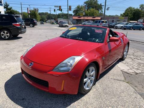 2005 Nissan 350Z for sale at Diana Rico LLC in Dalton GA