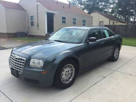 2005 Chrysler 300 for sale at LAKE CITY AUTO SALES in Forest Park GA
