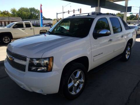 2011 Chevrolet Avalanche for sale at SpringField Select Autos in Springfield IL