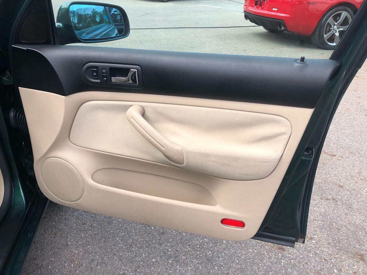 2001 Volkswagen Golf 4dr Car
