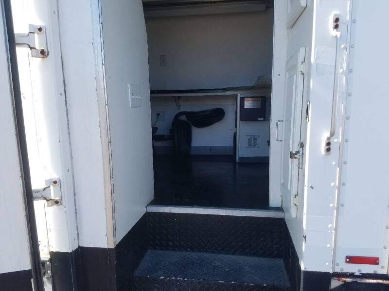2000 Ford E-Series Chassis E-450 SD 2dr Commercial/Cutaway/Chassis 158-176 in. WB - Lolo MT