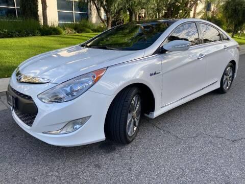 2015 Hyundai Sonata Hybrid for sale at Donada  Group Inc in Arleta CA