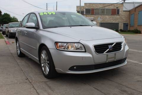 2010 Volvo S40 for sale at Square Business Automotive in Milwaukee WI