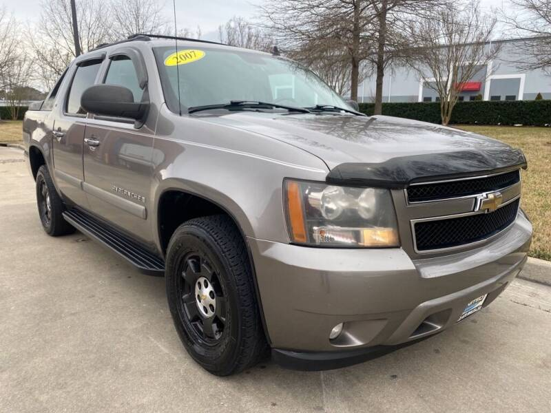 2007 Chevrolet Avalanche for sale at UNITED AUTO WHOLESALERS LLC in Portsmouth VA