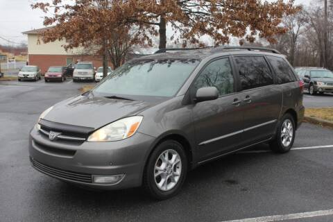 2004 Toyota Sienna for sale at Auto Bahn Motors in Winchester VA