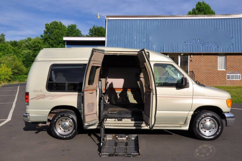 2004 Ford E-Series Chassis for sale at T CAR CARE INC in Philadelphia PA