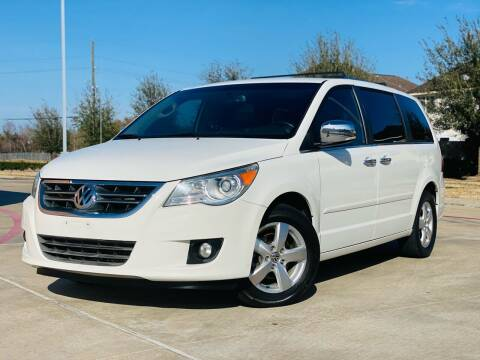 2011 Volkswagen Routan for sale at AUTO DIRECT in Houston TX