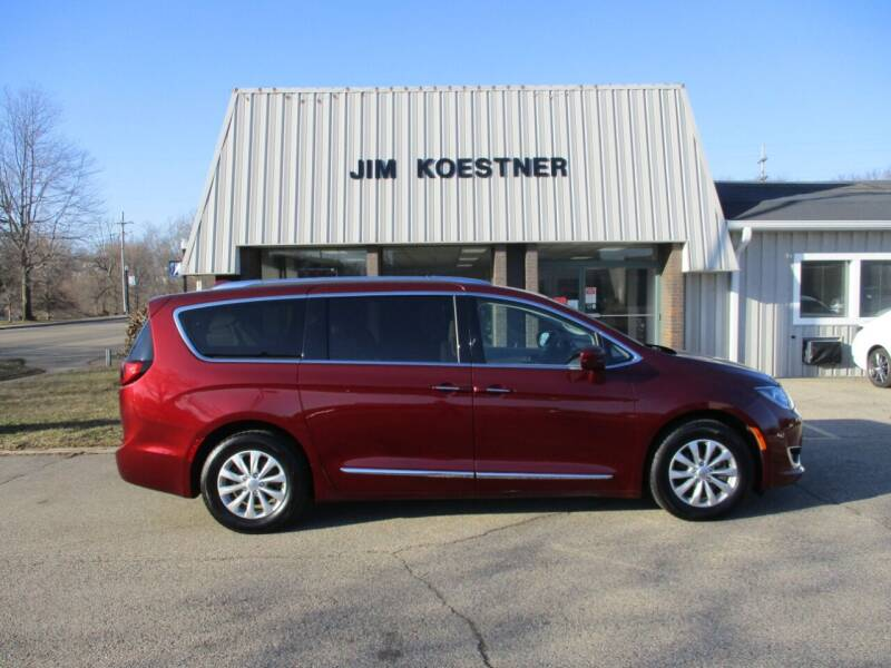 2018 Chrysler Pacifica for sale at JIM KOESTNER INC in Plainwell MI
