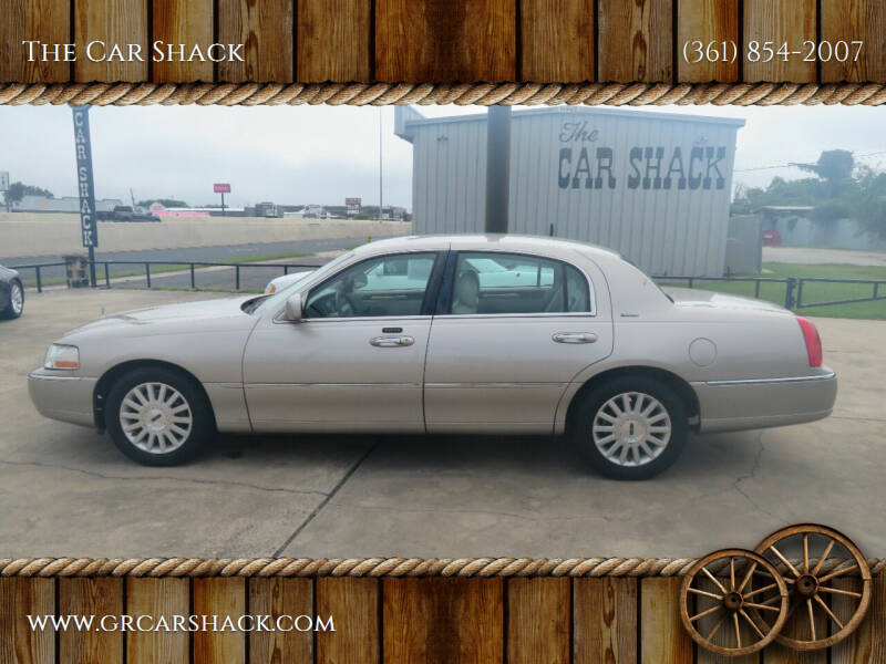 2003 Lincoln Town Car for sale at The Car Shack in Corpus Christi TX