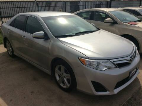 2013 Toyota Camry for sale at AMIGO USED CARS in Houston TX