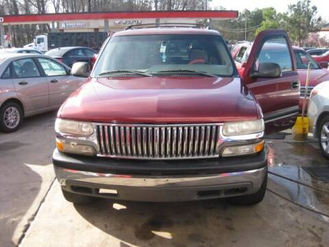 2003 Chevrolet Tahoe for sale at LAKE CITY AUTO SALES in Forest Park GA