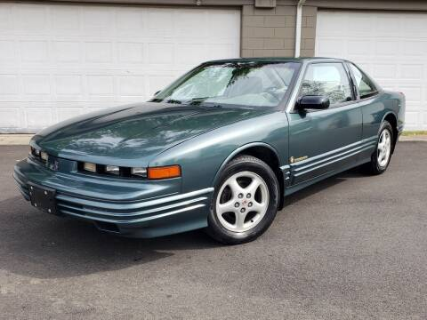 1997 Oldsmobile Cutlass Supreme for sale at Riverfront Auto Sales in Middletown OH