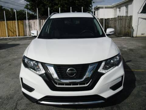 2018 Nissan Rogue for sale at SUPERAUTO AUTO SALES INC in Hialeah FL