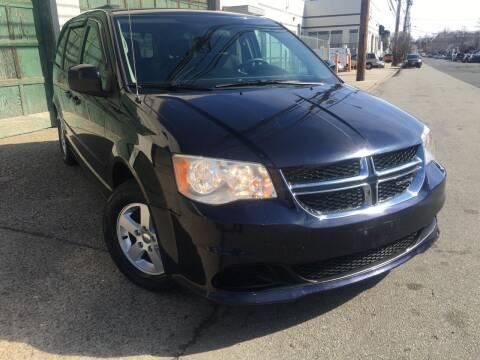 2011 Dodge Grand Caravan for sale at Illinois Auto Sales in Paterson NJ