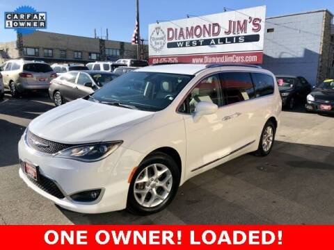 2017 Chrysler Pacifica for sale at Diamond Jim's West Allis in West Allis WI
