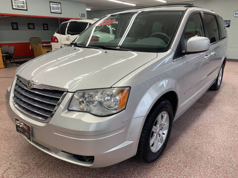 2010 Chrysler Town and Country for sale at PETE'S AUTO SALES - Middletown in Middletown OH