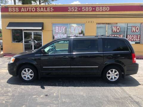 2010 Chrysler Town and Country for sale at BSS AUTO SALES INC in Eustis FL