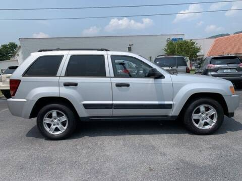 2005 Jeep Grand Cherokee for sale at Bill Gatton Used Cars in Johnson City TN