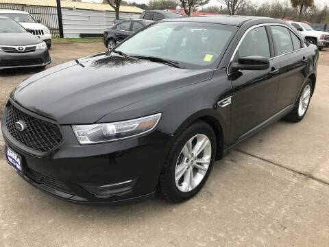 2015 Ford Taurus for sale at AMIGO USED CARS in Houston TX