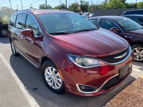 2019 Chrysler Pacifica for sale at Auto Solutions in Warr Acres OK