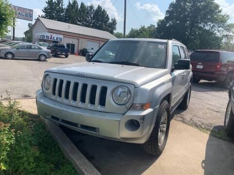 2011 Jeep Patriot for sale at ALVAREZ AUTO SALES in Des Moines IA