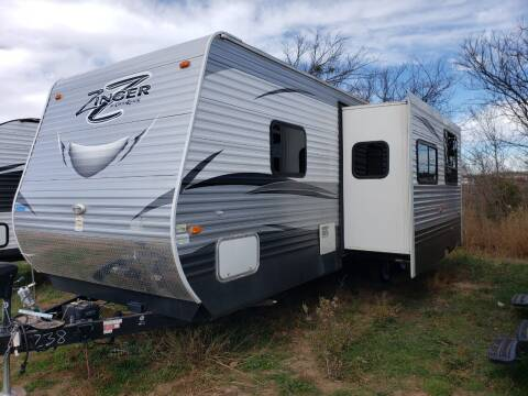 2017 Crossroads Zinger 30QB for sale at Ultimate RV in White Settlement TX