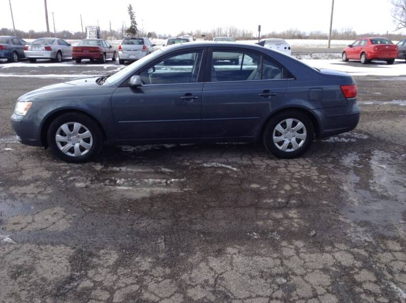 2009 Hyundai Sonata for sale at Kevin's Motor Sales in Montpelier OH