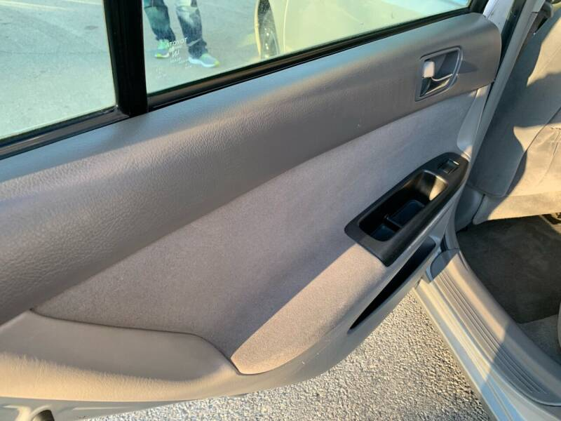 2005 Toyota Camry LE 4dr Sedan - Villa Park IL