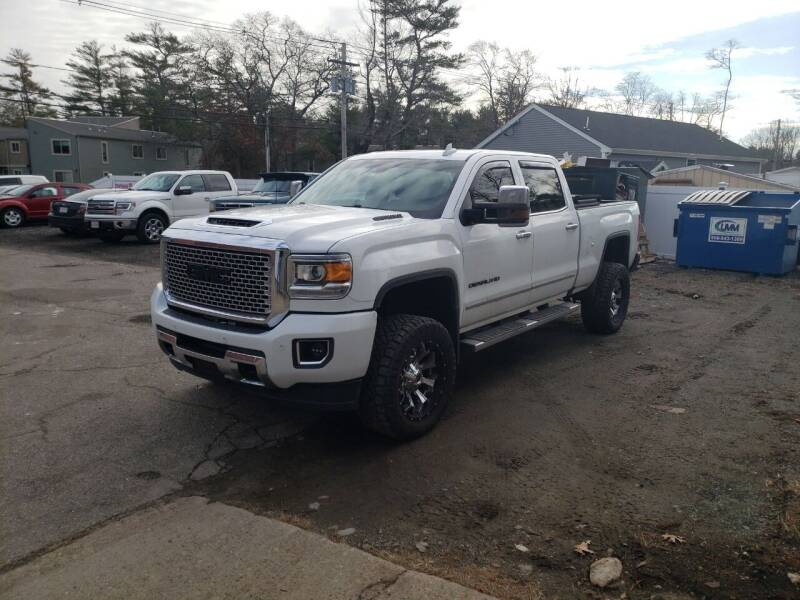 2017 GMC Sierra 2500HD for sale at Topham Automotive Inc. in Middleboro MA