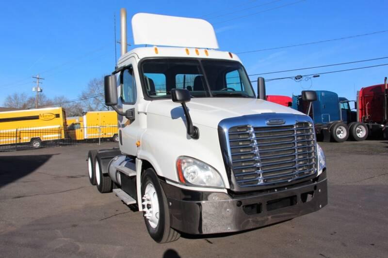 2013 Freightliner Cascadia 125 Day Cab for sale at Truck Source Inc. in Portland OR