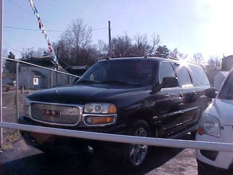 2005 GMC Yukon XL for sale at Bates Auto & Truck Center in Zanesville OH