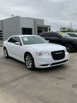 2018 Chrysler 300 for sale at A & V MOTORS in Hidalgo TX