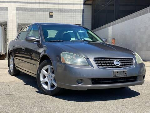 2006 Nissan Altima for sale at Illinois Auto Sales in Paterson NJ