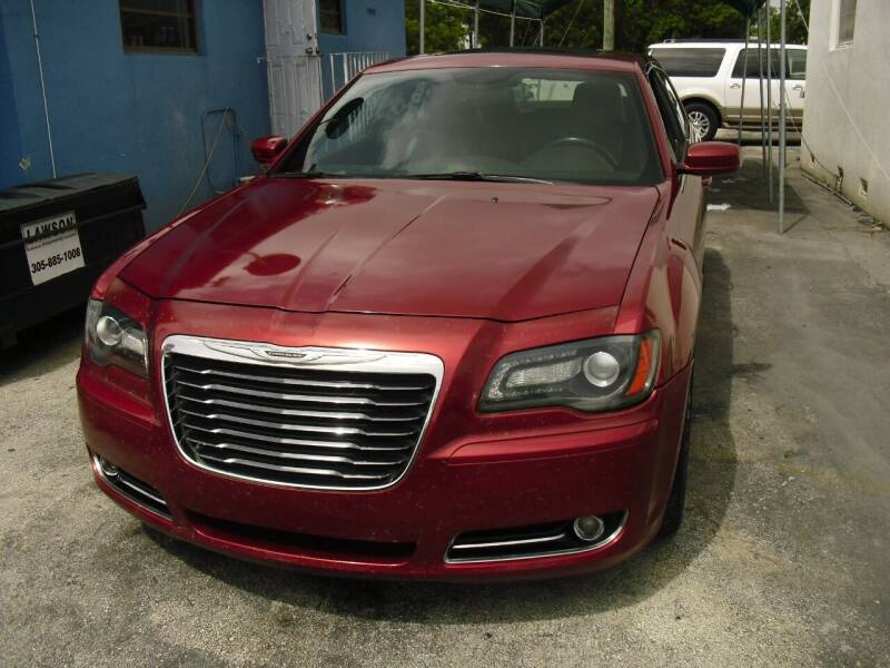 2013 Chrysler 300 for sale at SUPERAUTO AUTO SALES INC in Hialeah FL