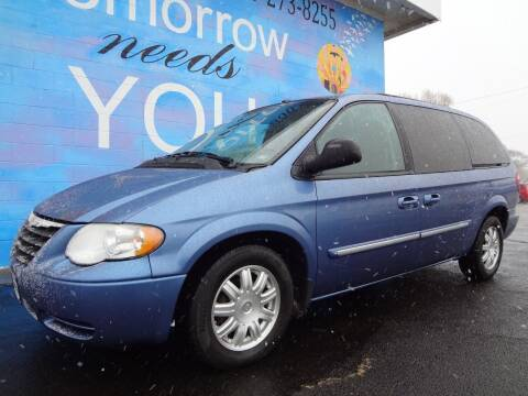 2007 Chrysler Town and Country for sale at FINISH LINE AUTO SALES in Idaho Falls ID