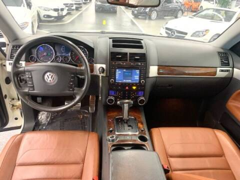 2008 Volkswagen Touareg 2 for sale at Dixie Imports in Fairfield OH