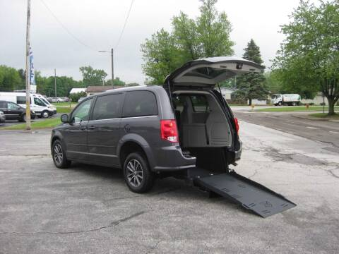 2017 Dodge Grand Caravan for sale at McCrocklin Mobility in Middletown IN