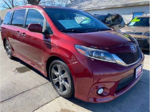 2017 Toyota Sienna for sale at Dealers Choice Inc in Farmersville CA