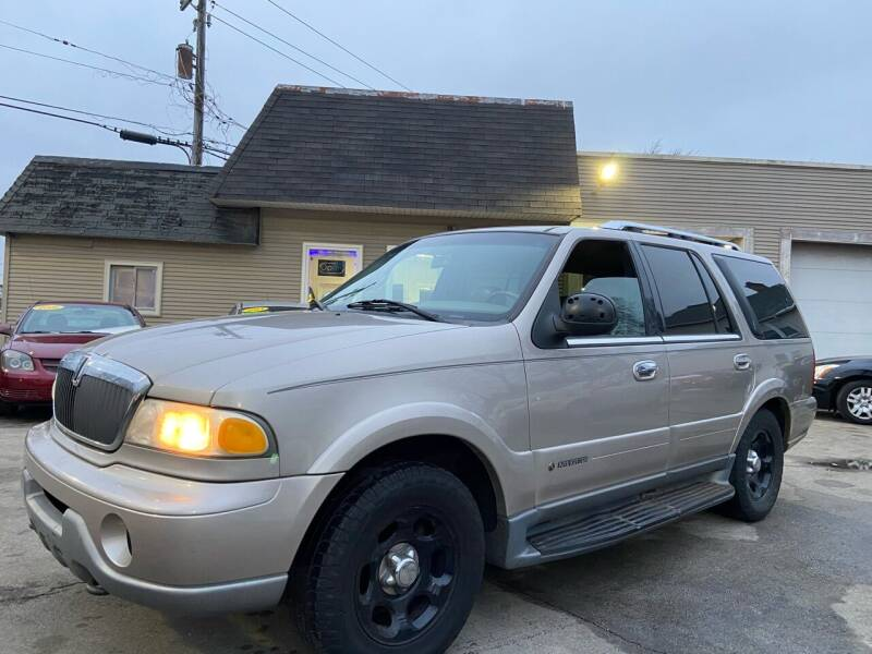 2001 Lincoln Navigator for sale at Global Auto Finance & Lease INC in Maywood IL