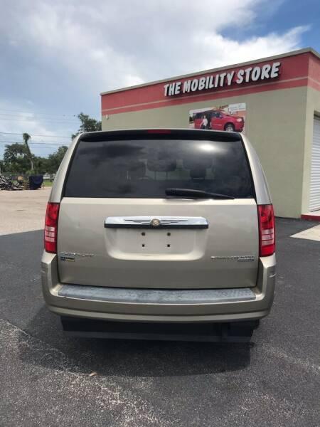 2009 Chrysler Town and Country LX 4dr Mini-Van - Lakeland FL
