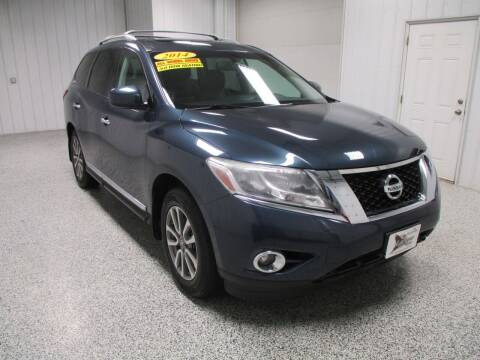 2014 Nissan Pathfinder for sale at LaFleur Auto Sales in North Sioux City SD